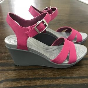 Crocs Leigh pink size 6 like new